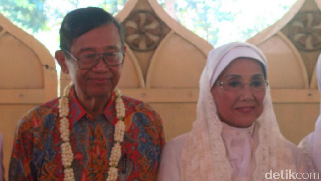 Selamat, Nani Widjaja dan Ajip Rosidi Resmi Menikah