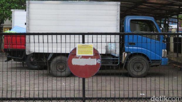 Penampakan Truk Sembako 'Serangkan Fajar' Pilgub DKI di Kalideres