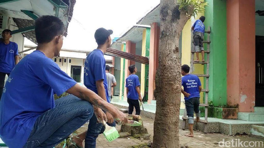 Ini Momen Napi Lapas Mojokerto Rehab Gedung Panti Asuhan
