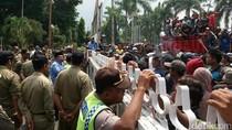 Penambang Pasir dan Sopir Truk Demo di Pemkab Magelang