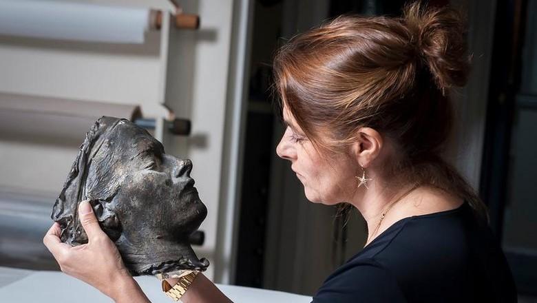 Aneh! Topeng Kematian Seniman Tracey Emin Akhirnya Terjual