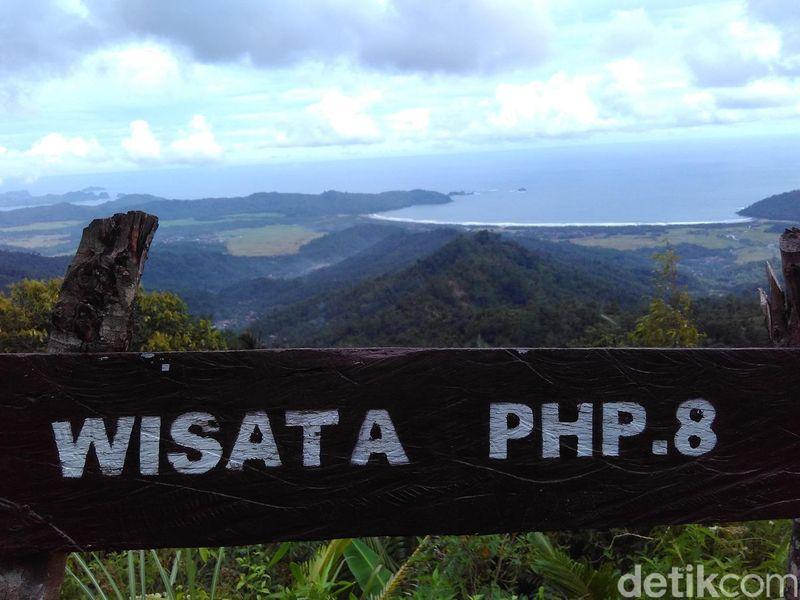 Kawasan wisata Pesona Hutan Plumpit (PHP.8) berada di Desa Masaran, Kecamatan Munjungan, Trenggalek. Objek wisata ini tengah ngehits di kalangan turis di Trenggalek (Adhar Muttaqin/detikTravel)