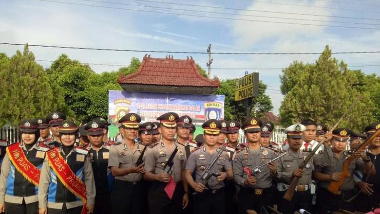 Polres OKI Terima Penyerahan Pucuk - OKI Polres Ogan Komering Ilir menerima penyerahan senjata api rakitan dari Total ada senpi rakitan laras panjang dan