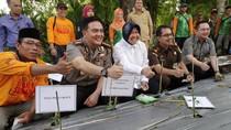 Wali Kota Risma Tutup Aksi Sedekah Bibit Cabai di Surabaya