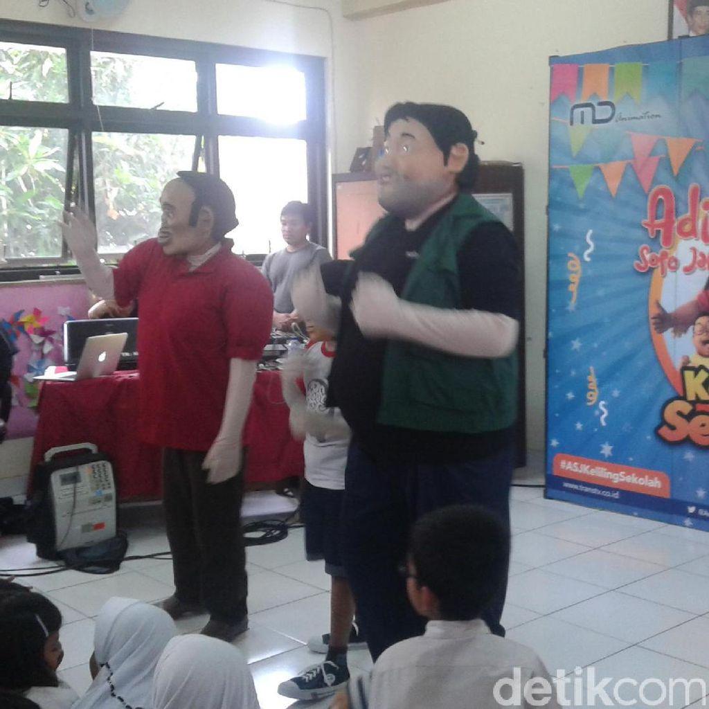 Adit Sopo Jarwo Hibur Siswa-siswi Sekolah Dasar