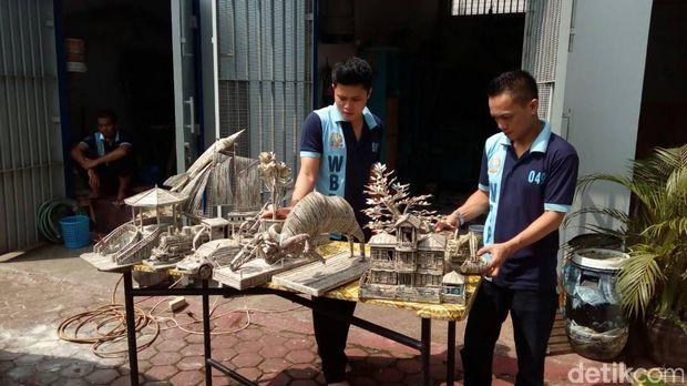 Penghuni Rutan Garut Ini Sulap Limbah Sampah Jadi Karya Seni