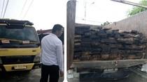 2 Truk Kol Diesel Memuat Kayu Pembalakan Liar Ditangkap di Dumai