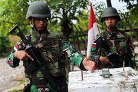 Tentara penjaga perbatasan mengecek posisi tapal batas