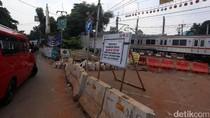 Perlintasan Kereta Api Bintaro Permai Ditutup