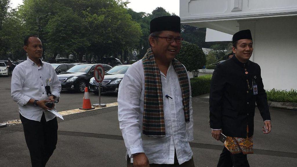 Gaya Menteri dan Pimpinan Lembaga Tinggi Berpakaian Adat ke Istana