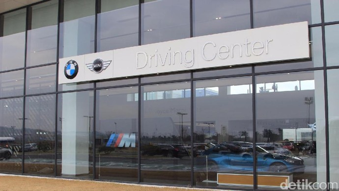 Jalan-jalan di BMW Driving Center Korea