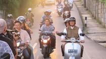 Video: Anies Naik Vespa dan Beli Kue Jajanan Pasar