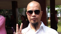 Tampil Necis ke TPS, Ahmad Dhani Datang Tak Bareng Mulan