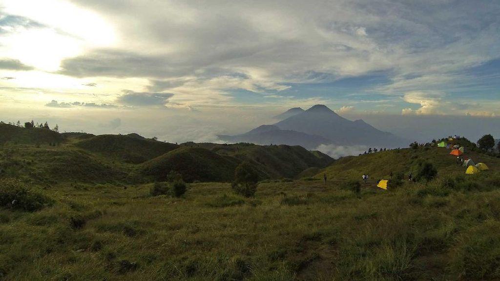 Pasca Sambaran Petir, Seluruh Jalur Pendakian Gunung Prau Ditutup