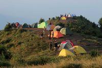 Barisan tenda warna-warni