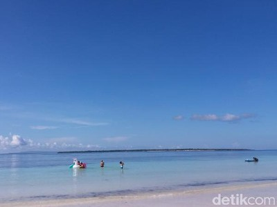Yakin Tidak Tergoda dengan Pantai di Sulawesi Selatan Ini?