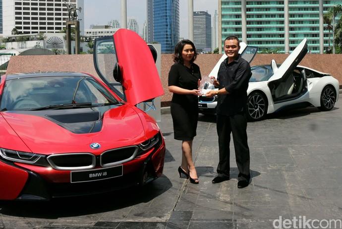 BMW i8 Protonic Red Edition Diserahkan ke Konsumen