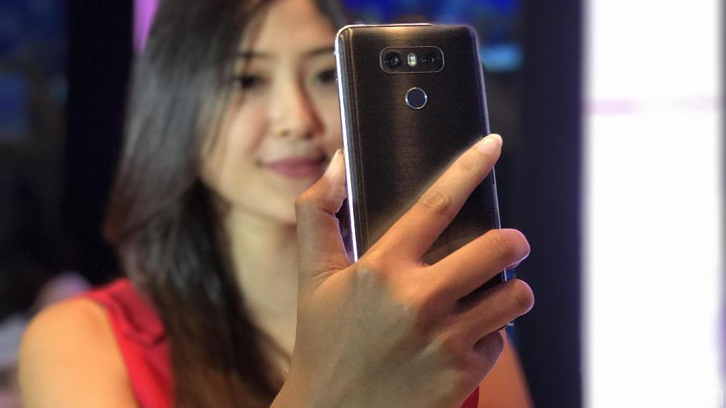 LG Sindir Kamera Selfie Resolusi Tinggi