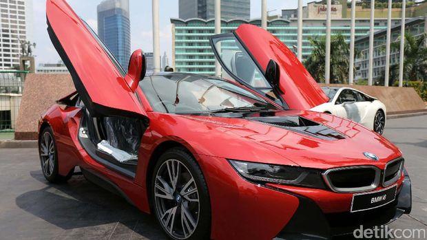 Ini Dia Pemilik Pertama Mobil Sport Hybrid BMW di Indonesia