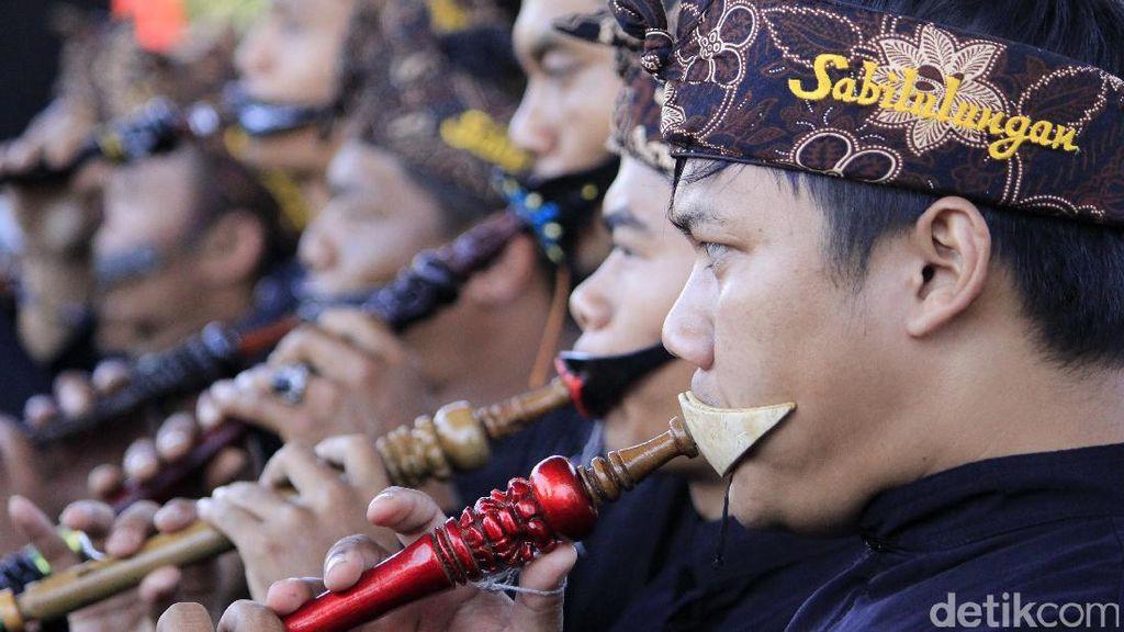 100 Peniup Terompet Sunda Pecahkan Rekor MURI