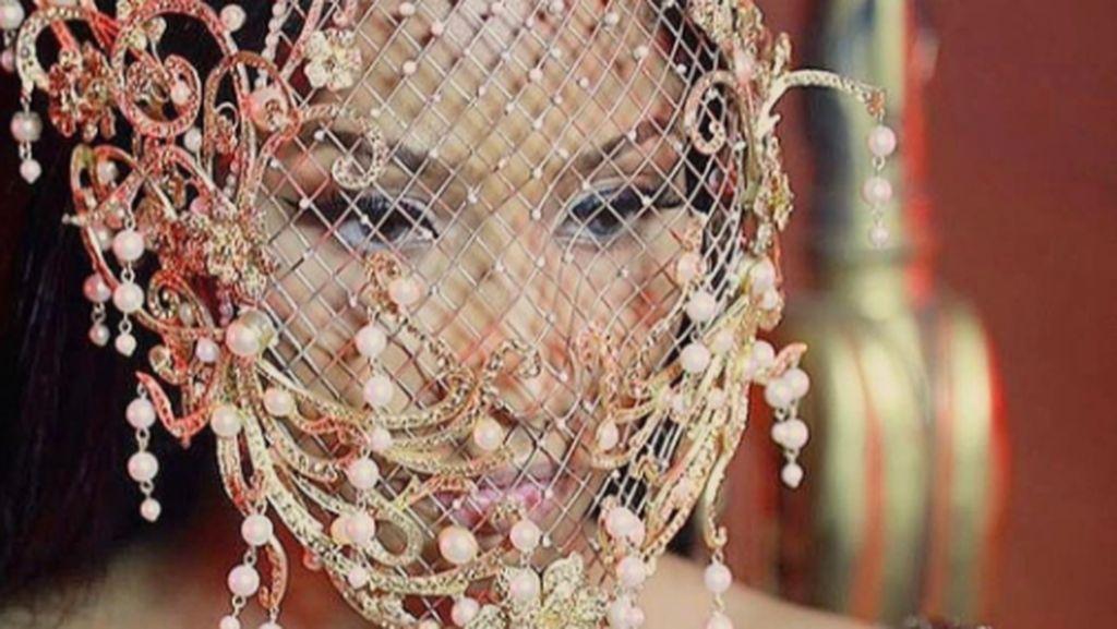 Rinaldy A. Yunardi Tertantang Ketika Rancang Topeng untuk Nicki Minaj