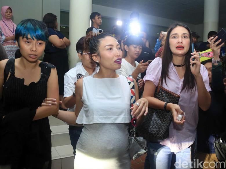 Julia Perez Tak Pernah Minta Apapun, Luna Maya Bingung