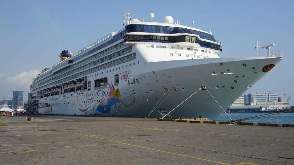 Bagaimana Traveler Menentukan Kiblat Saat di Tengah Laut?