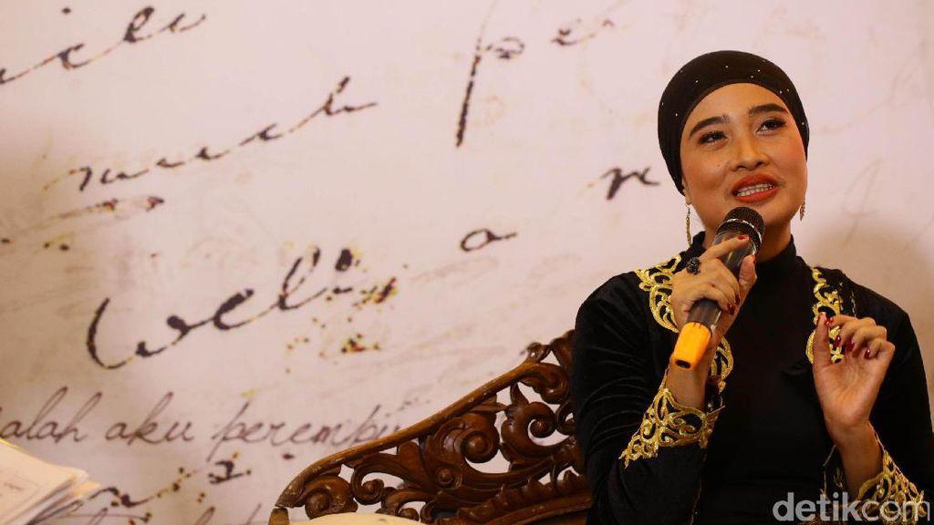 Buku Kumcer Okky Madasari Rayakan 10 Tahun Berkarya Sebagai Penulis