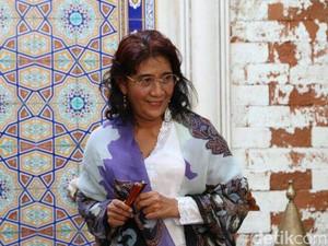 Lucu! Susi Stand-Up Comedy Pakai Bahasa Sunda