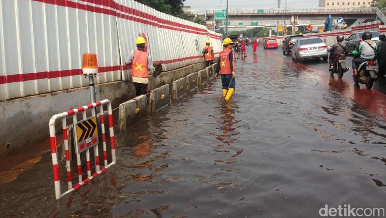Terowongan Seberang BNN Tergenang, Lalin Arah Halim Tersendat