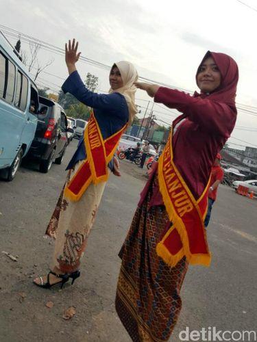 Sambut Hari Kartini, Polwan Cianjur Pakai Kebaya dan Berpuisi