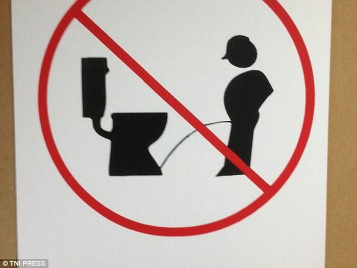 Please, buang air di lokasi yang seharusnya. Foto: istimewa