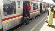 Ada Gangguan Sinyal KRL, Penumpang di Bekasi Telantar