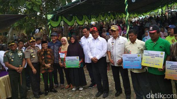 Mentan serahkan bantuan Rp 177 miliar ke 6 Kabupaten/Kota di Gorontalo