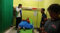 Pemain Semen Padang yang Terluka Dilarikan ke Rumah Sakit