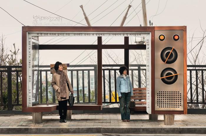 Foto-foto ini diabadikan fotografer Dieter Leitsner asal Jerman. Ini adalah halte bus di Boseong, Korsel yang tampak didesain dengan keren. Foto: Hufpost