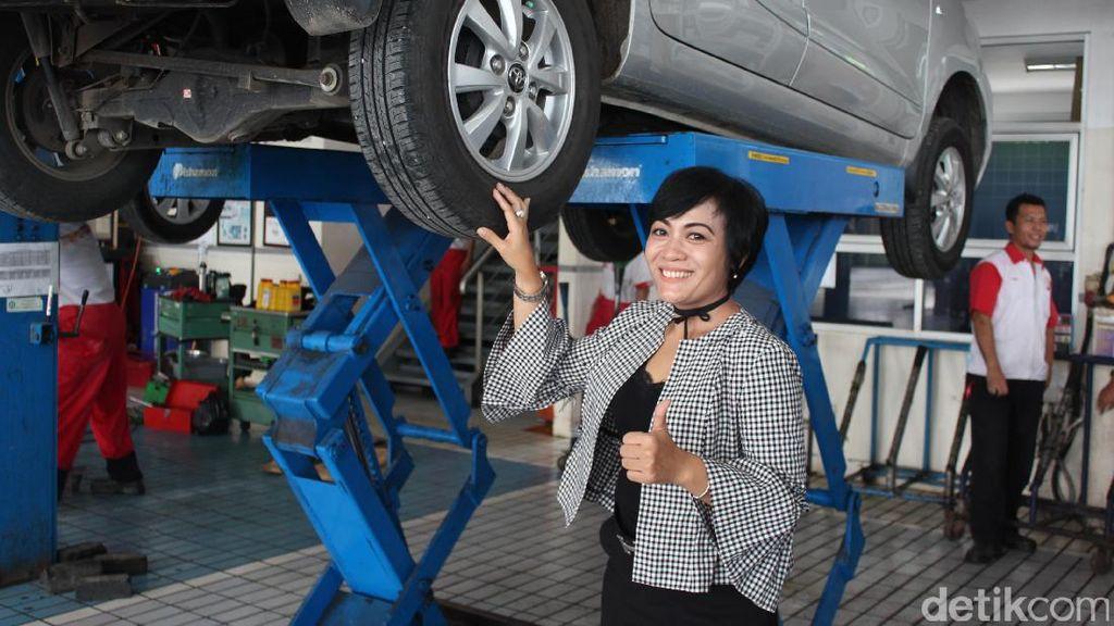Wanita Bicara Mesin Mobil Itu Sexy