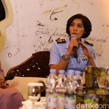 Kisah Fariana Dewi Djakaria, Pilot Heli Wanita Pertama di ASEAN