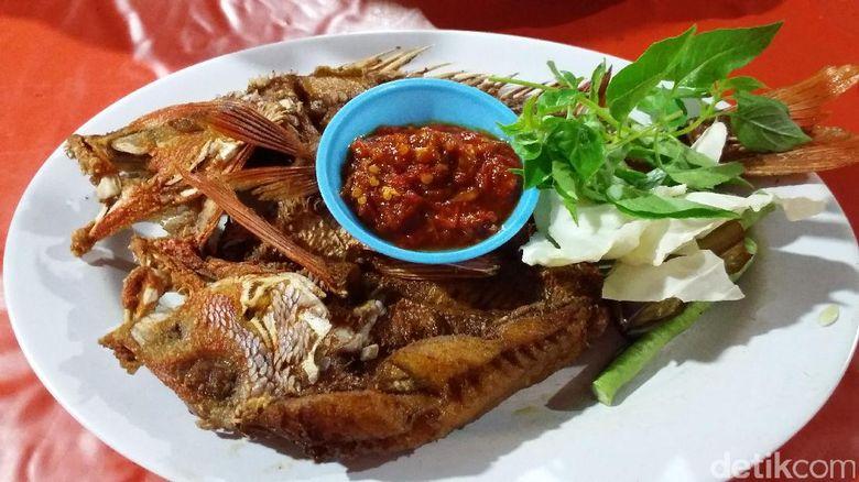 Hasil gambar untuk kuliner ikan kakatua bakar di pasar malam