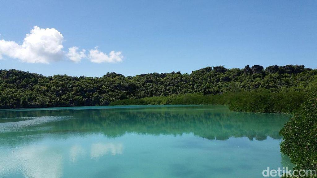 Menjadi Wisatawan Lokal Pertama di Laguna Nirwana, Rote