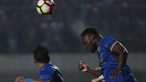 Essien Cetak Gol, Persib Diimbangi PS TNI 2-2