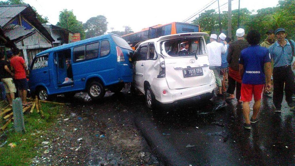 Polisi Gelar Olah TKP di Lokasi Kecelakaan Maut di Puncak