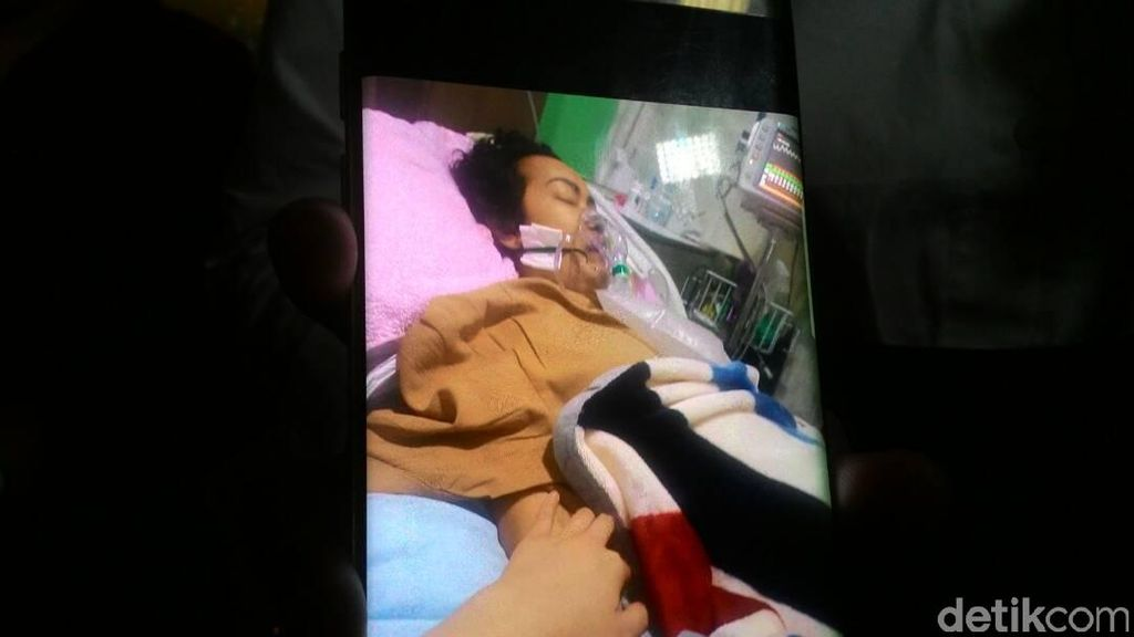 Ahok Jenguk Julia Perez, Dian Sastro Klarifikasi Soal Tepis Tangan Fans