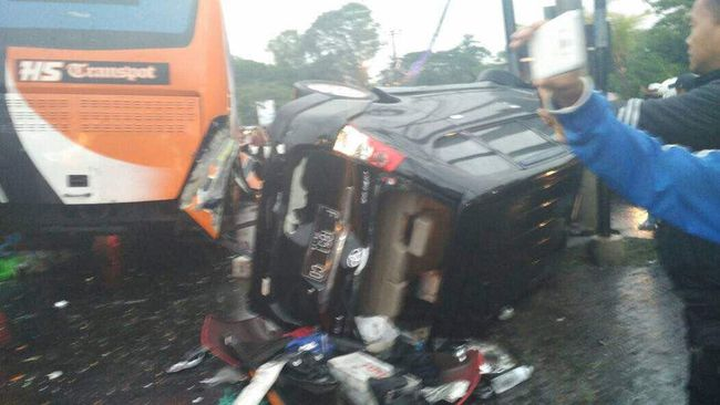 Detik-detik Mengerikan Sesaat Setelah Kecelakaan Maut di Puncak