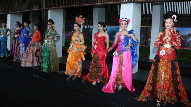 Festival kebaya di Bandara Blimbingsari (Ardian/detikTravel)