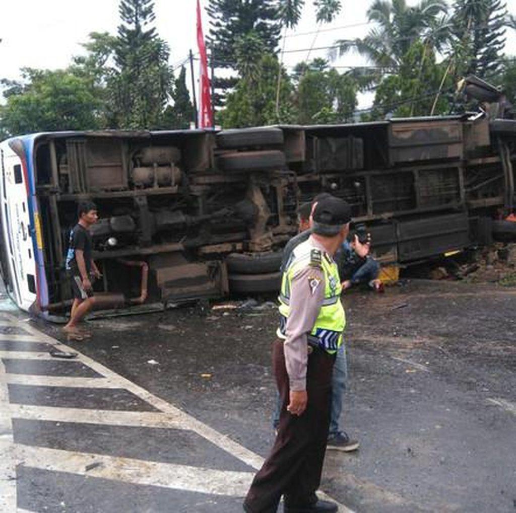 Bus Terguling di Gunungkidul, Belasan Penumpang Terluka