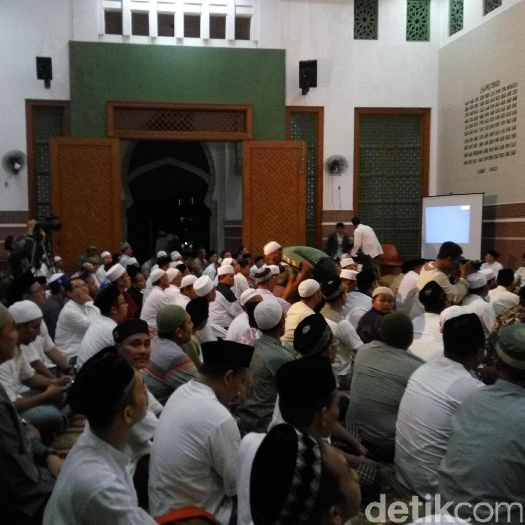 Pesantren Al-Hikam Depok Gelar Tahlilan 40 Hari KH Hasyim Muzadi