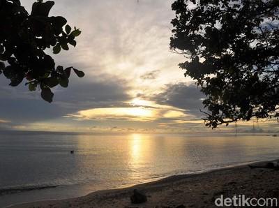 Menyapa Pagi di Pantai Eksotis Palu, Lebo