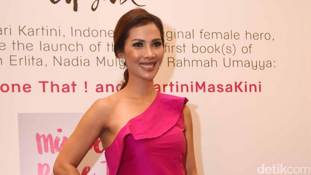 Hot Pink, Nadia Mulya!