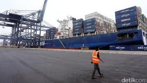 Kapal CMA-CGM Otello Berlabuh di Priok